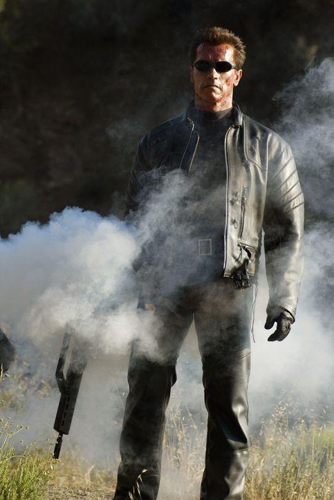 Kämpft gegen das Böse: T-800 (Arnold Schwarzenegger) ... - Bildquelle: 2004 Sony Pictures Television International. All Rights Reserved.