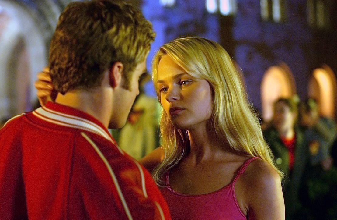 Ohne Emotionen folgt Sara (Sunny Mabrey, r.) dem einzigen Instinkt, den sie kennt: sich fortzupflanzen! Um jeden Preis! - Bildquelle: 2007 MGM International Television Distribution