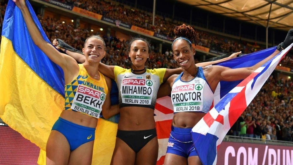 Malaika Mihambo (M.) gewinnt Gold im Weitsprung - Bildquelle: AFPSIDAndrej ISAKOVIC