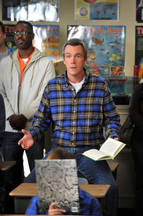 Mike (Neil Flynn, M.) ist völlig sprachlos, als Brick trotz seiner guten Vorbereitung den Buchstabierwettbewerb der Schule verliert und muss seinen... - Bildquelle: Warner Brothers
