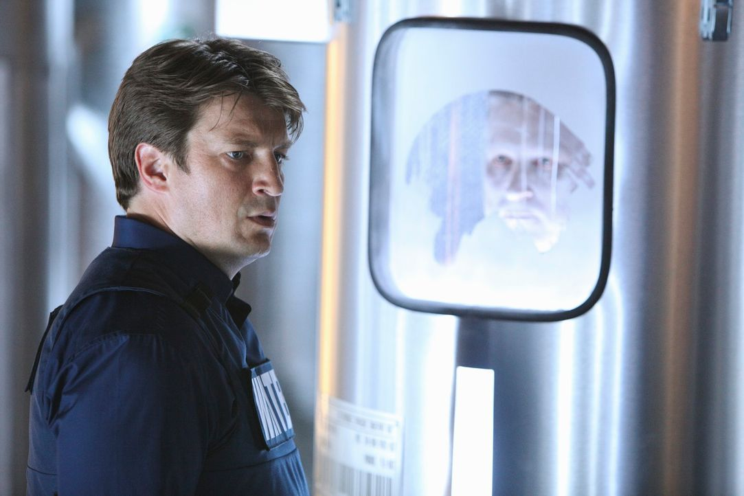 Ermittelt in einer Firma, die Menschen einfriert um sie später wieder aufzutauen: Richard Castle (Nathan Fillion) - Bildquelle: 2011 American Broadcasting Companies, Inc. All rights reserved.