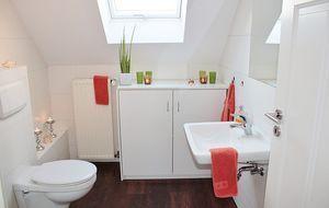 Toilette und Bad