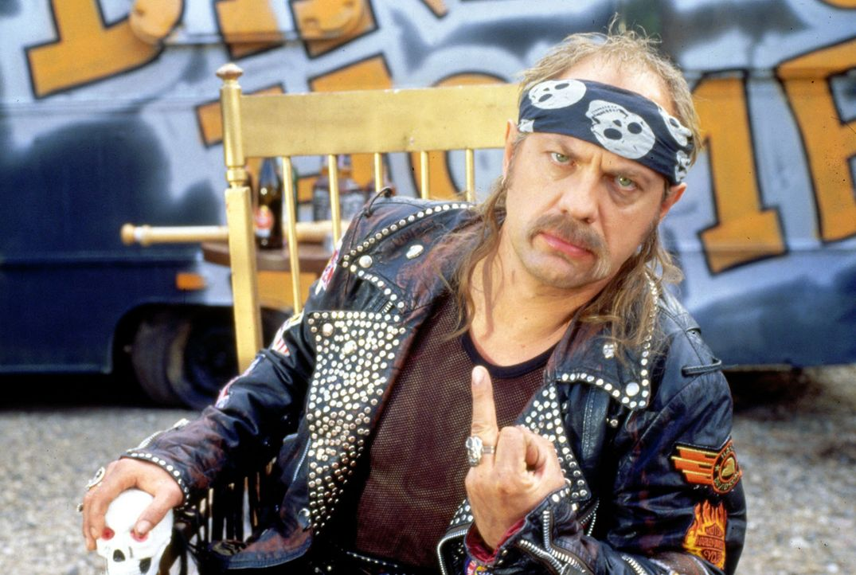 Der Rocker-Präsident (Uwe Ochsenknecht) hat die Antwort auf alle Fragen des Lebens gefunden ... - Bildquelle: Constantin Film