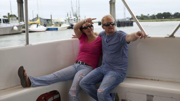 Stacie (l.) und Ryan (r.) suchen nach einem Strandhaus, in dem sie sich immer...