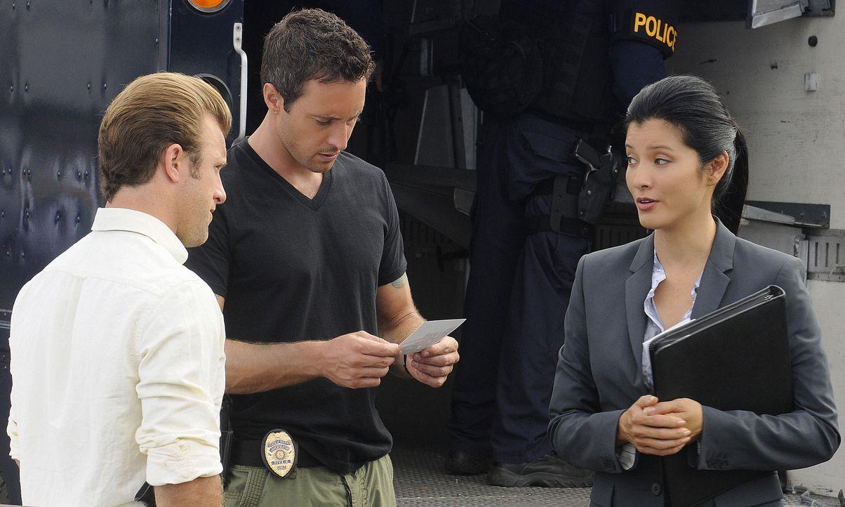 Als Graham, der beschuldigt wird, seine Frau getötet zu haben flieht er und nimmt Geiseln. Danny (Scott Caan, l.) und Steve (Alex O'Loughlin, M.) w... - Bildquelle: TM &   2010 CBS Studios Inc. All Rights Reserved.