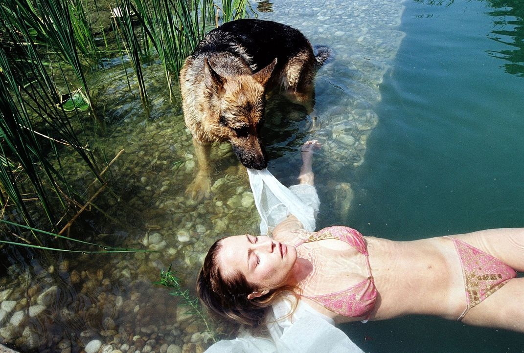 Rex rettet Erika Strobl (Florentine Lahme) .. - Bildquelle: Sat.1
