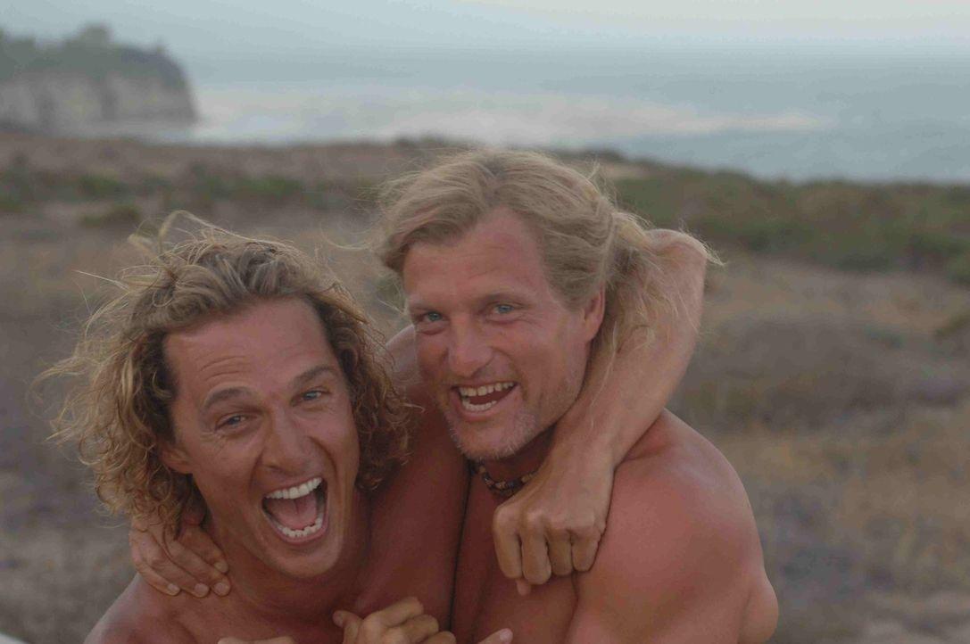 Jack Mayweather (Woody Harrelson, r.) ist nicht nur der Manager von Surf-Profi Steve Addington (Matthew McConaughey, l.), sondern auch ein guter Fre...