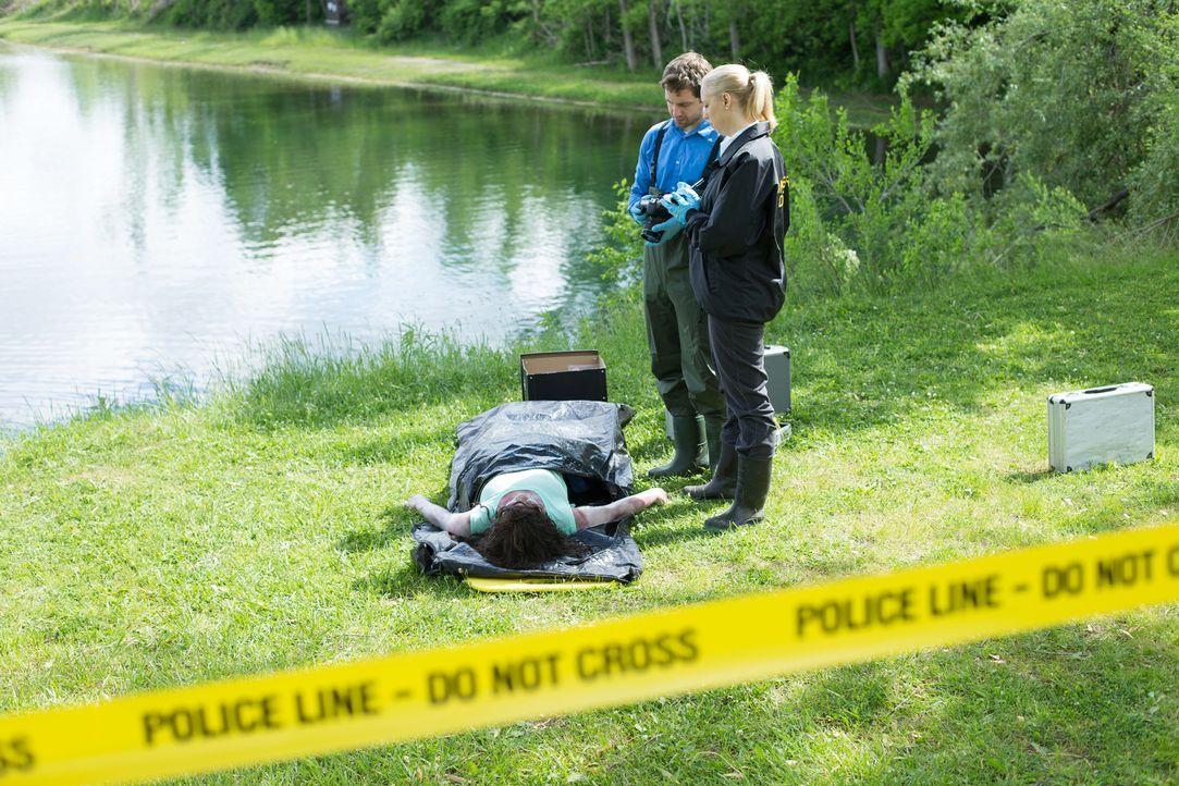 Tatort Seeufer: Nachdem die Leiche der 32-jährigen Mutter Rhonda Ransom Lee aus dem See geborgen wurde, tappt die Polizei zuerst völlig im Dunkeln,... - Bildquelle: Darren Goldstein Cineflix 2014