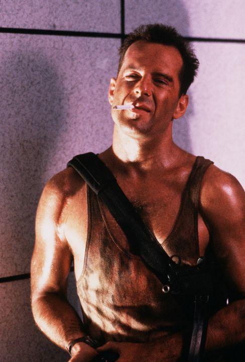 Um ein gemeinsames Weihnachtsfest erleben zu können, reist der New Yorker Polizist John McClane (Bruce Willis) nach Los Angeles zu seiner Frau - zum... - Bildquelle: 20th Century Fox