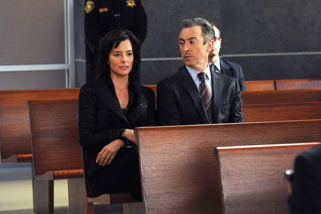 Eli (Alan Cumming, l.) muss erkennen, dass seine Ex-Frau Vanessa (Parker Posey, r.) eine ziemlich schmutzige Vergangenheit hat ... - Bildquelle: 2011 CBS Broadcasting Inc. All Rights Reserved.