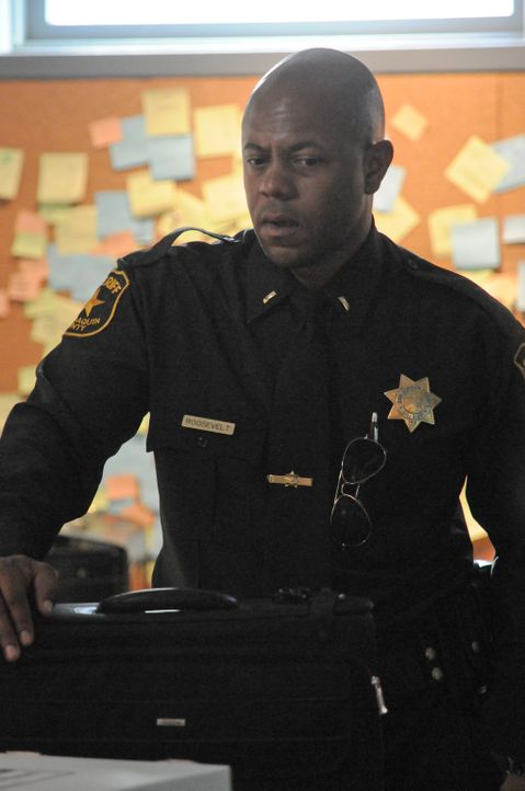 Sheriff Roosevelt (Rockmond Dunbar) versucht alles, um Juice zur Mitarbeit zu bewegen, ist das eine gute Idee? - Bildquelle: 2011 Twentieth Century Fox Film Corporation and Bluebush Productions, LLC. All rights reserved.