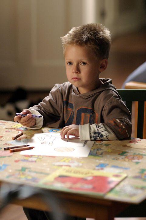 Nach einer Schlägerei, bei der er sich das Rückenmark verletzt hat, muss Nathan vorerst im Rolstuhl sitzen. Sein Sohn Jamie (Jackson Brundage) kom... - Bildquelle: Warner Bros. Pictures