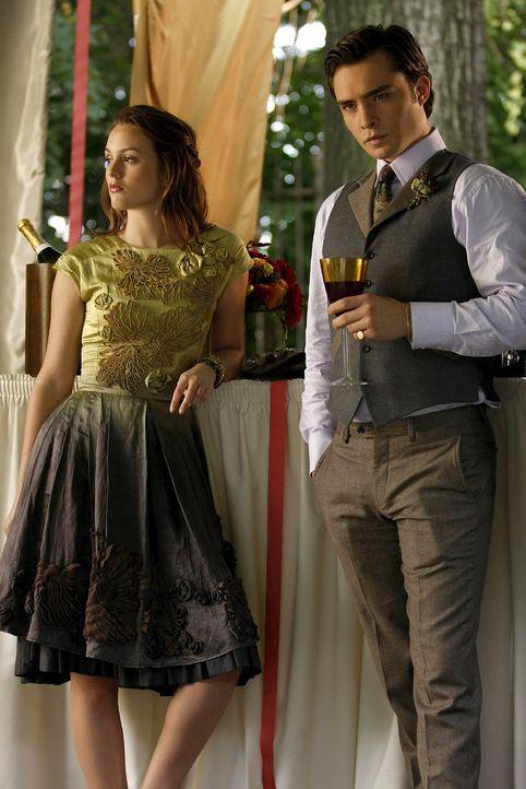 Blair (Leighton Meester, l.) und Chuck (Ed Westwick, r.) können die Hochzeit nicht genießen, weil sie beide ihre intriganten Pläne verfolgen müssen.... - Bildquelle: Warner Brothers