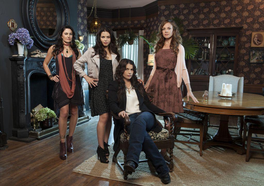 (1. Staffel) - Man sieht es ihnen nicht an, dass sie mächtige und vor allem unsterbliche Hexen sind (v.l.n.r.): Wendy (Mädchen Amick), Freya (Jenna... - Bildquelle: 2013 Lifetime Entertainment Services, LLC. All rights reserved.