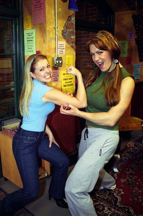 Mary Jo Ponder (Joanie Laurer, r.) entpuppt sich als böse Unfallgegnerin. Sabrina (Melissa Joan Hart, l.) nutzt ihre Zauberei aus und befragt das A... - Bildquelle: Paramount Pictures