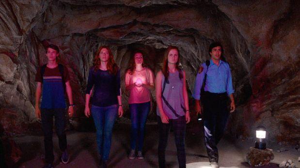 Under the Dome - Wohin wird die Kuppel Joe (Colin Ford, l.), Julia (Rachelle...