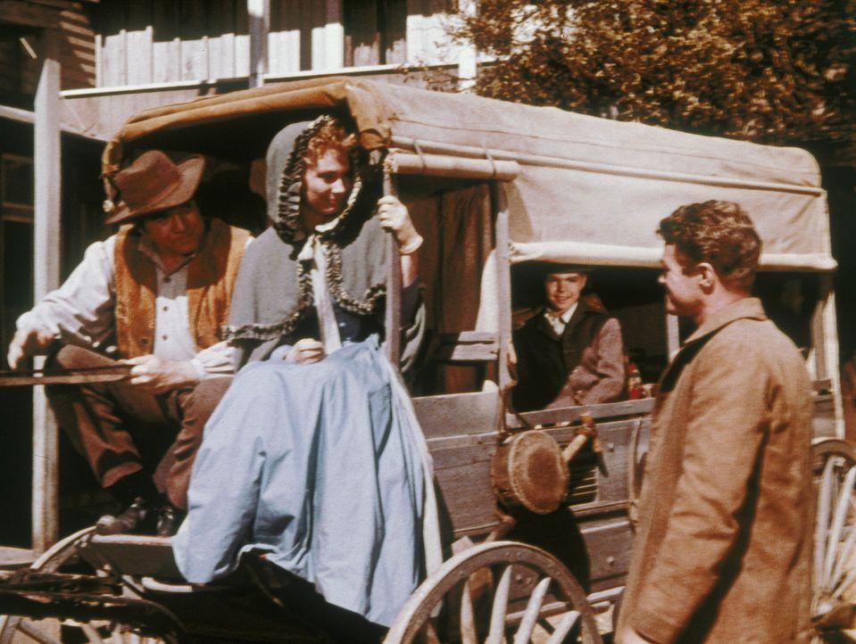 In der Vergangenheit: Die Beziehung von Ben (Lorne Greene, l.) und Inger (Inga Swenson, M.) wird durch deren leichtsinnigen Bruder Gunnar (Jeremy Sl... - Bildquelle: Paramount Pictures