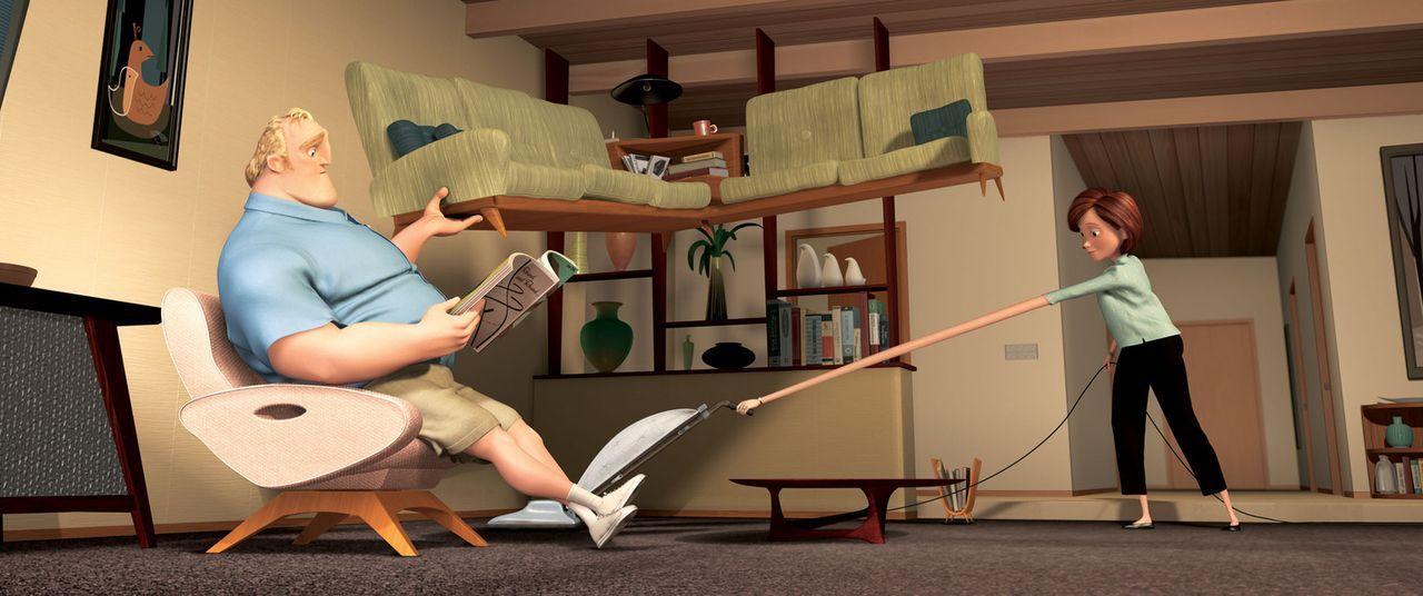 Die beiden Superhelden Mr. Incredible (l.) und Elastigirl (r.) werden dazu verdonnert, ein ganz normales Leben zu führen. Doch auch im Haushalt sin... - Bildquelle: Disney/Pixar. All rights reserved