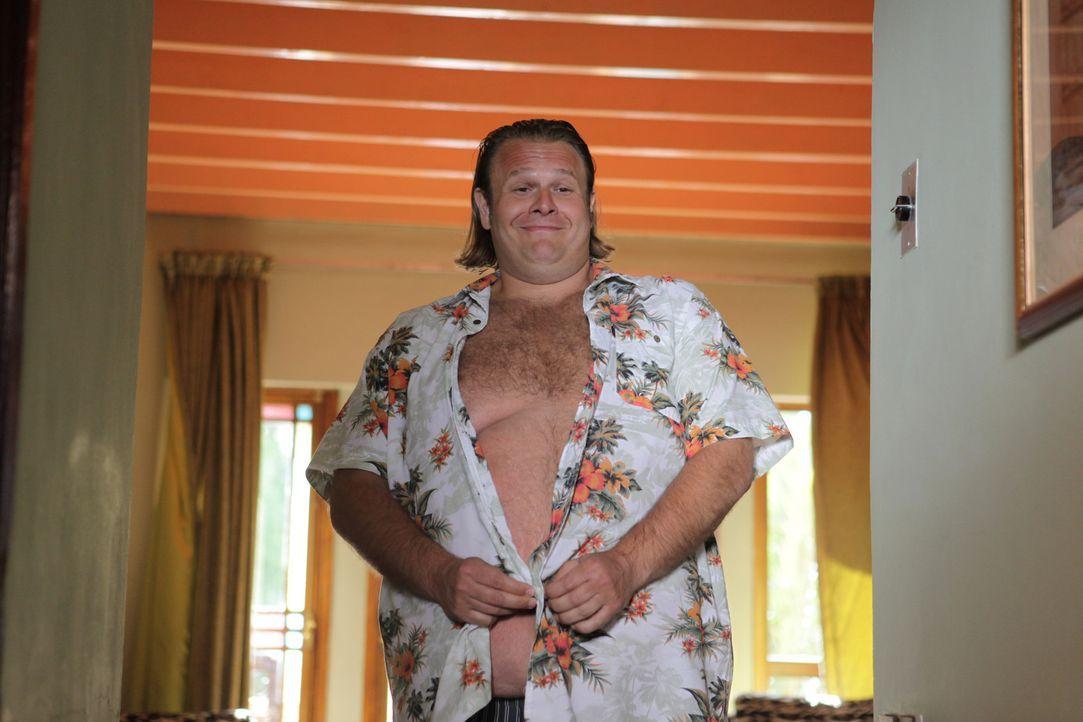Spediteur Charles (Oliver Fleischer) möchte in seinem Urlaub einfach nur ein paar nette, junge Mädels kennen lernen. Blöd nur, dass an seinem Fli... - Bildquelle: Sife Ddine ELAMINE SAT.1