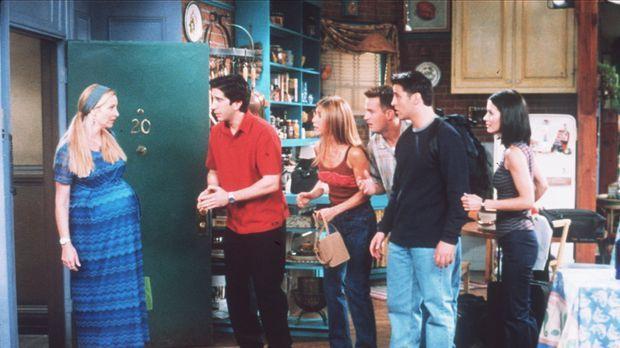 (v.l.n.r.) Phoebe (Lisa Kudrow) teilt ihren Freunden Ross (David Schwimmer),...