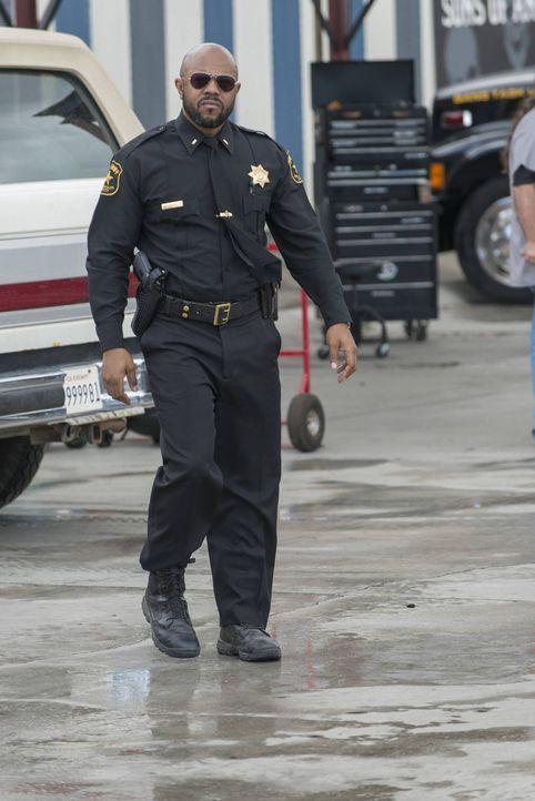 Lässt sich Sheriff Roosevelt (Rockmond Dunbar, r.) tatsächlich auf eine Allianz mit den Mördern seiner Frau ein? - Bildquelle: 2012 Twentieth Century Fox Film Corporation and Bluebush Productions, LLC. All rights reserved.