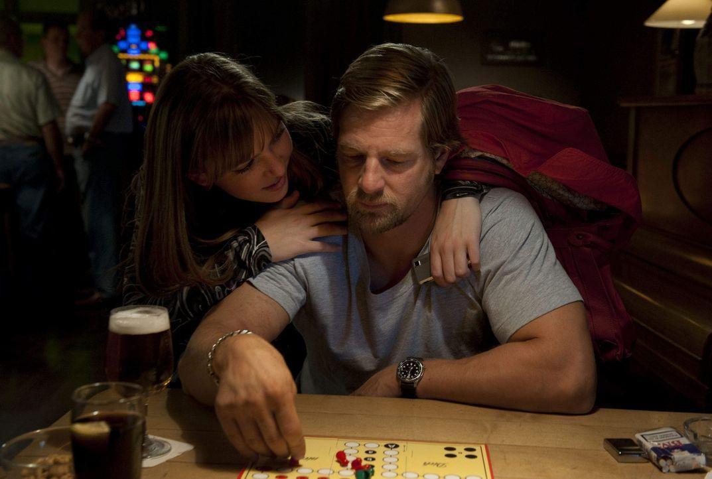 Isabelle (Luise Risch, l.) hat zwei Väter: Meisner und Mick (Henning Baum, r.). Und die beiden können sich nicht ausstehen ... - Bildquelle: SAT.1