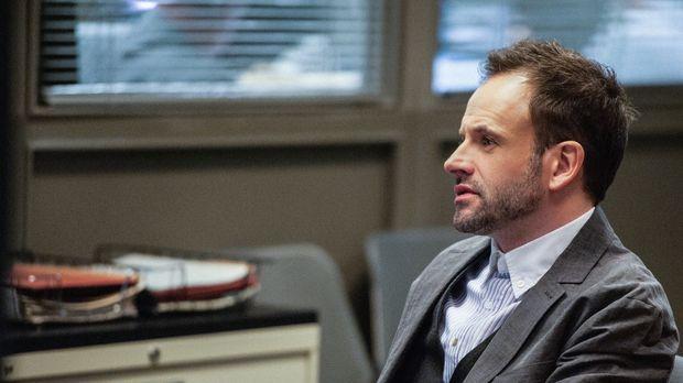 Ein neuer Fall wartet auf Sherlock Holmes (Jonny Lee Miller) ... © CBS Televi...