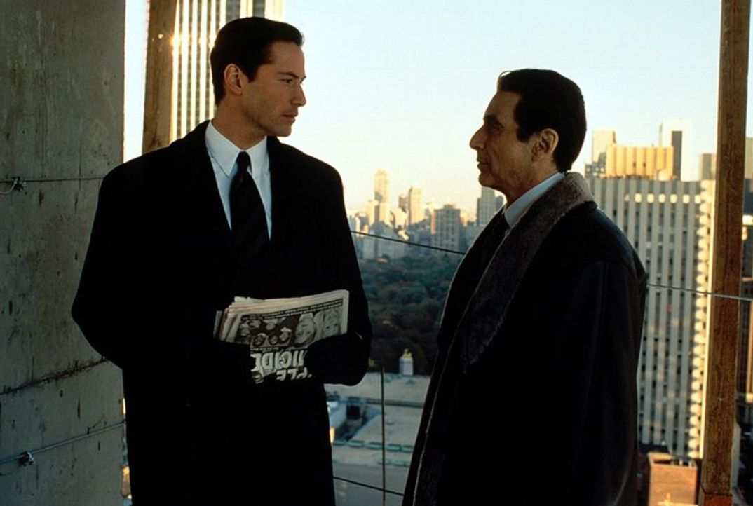 Erst spät erkennt der junge Anwalt Kevin Lomax (Keanu Reeves, l.), dass er ein Werkzeug des Teufels (Al Pacino, r.) ist ... - Bildquelle: Warner Bros.