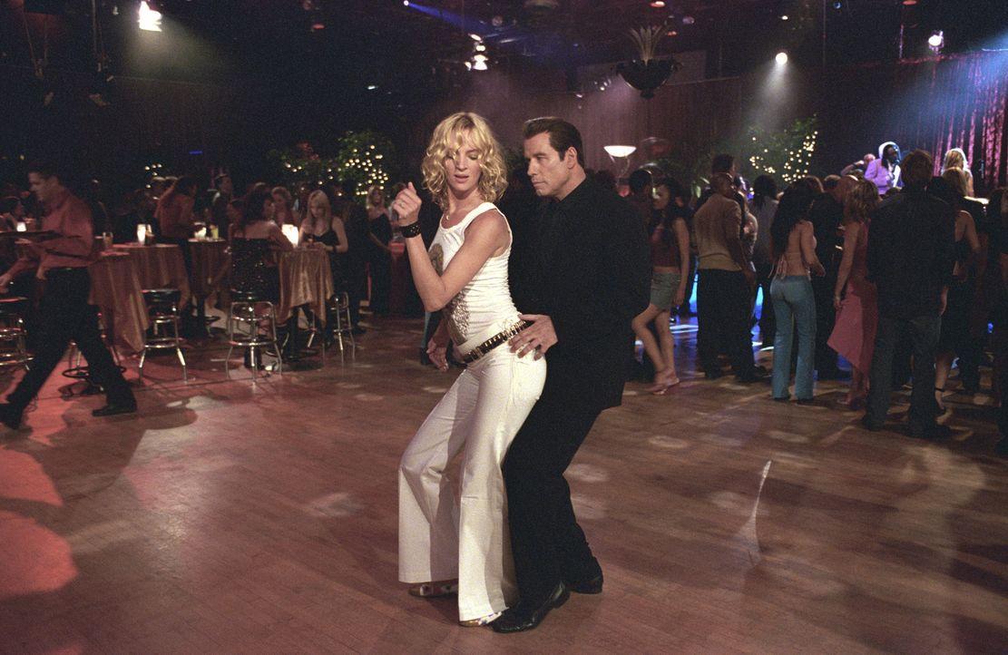 Für gescheiterten Filmproduzenten Chili Palmer (John Travolta, r.) ist die Musikbranche genau das richtige: Hier wimmelt es nur so von skrupellosen... - Bildquelle: Metro-Goldwyn-Mayer Studios Inc. All Rights Reserved.