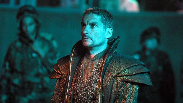 Das SG-1-Team wird von Ba'al (Cliff Simon) gefangen genommen und das ausgerec...