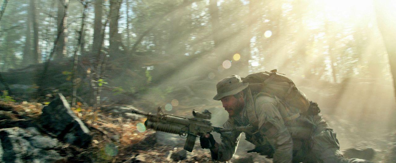 Als Mike Murphy (Taylor Kitsch) und seine drei Kameraden beschließen, die Mission abzubrechen, stoßen sie auf eine große Einheit der Taliban. Ein mö... - Bildquelle: Universal Pictures