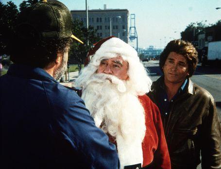Ein Engel auf Erden - Harold (Edward Asner, M.), als Weihnachtsmann verkleide...