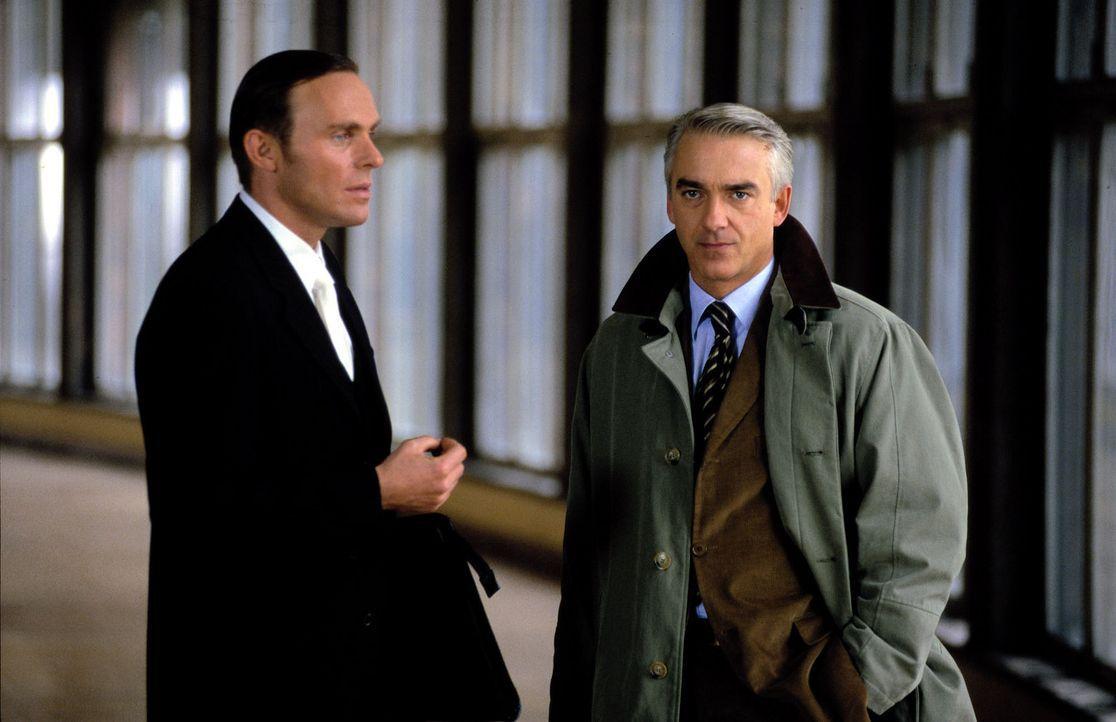 Felix (Christoph M. Ohrt, r.) trifft im Gericht auf Oberstaatsanwalt Riese (Dirk Martens, l.). - Bildquelle: Hardy Spitz Sat.1