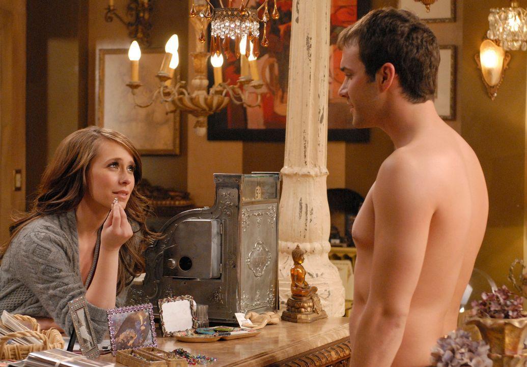 Melinda Gordon (Jennifer Love Hewitt, l.) weiß noch nicht so recht, was der Nackte Geist (Gil McKinney, r.) von ihr möchte … - Bildquelle: ABC Studios