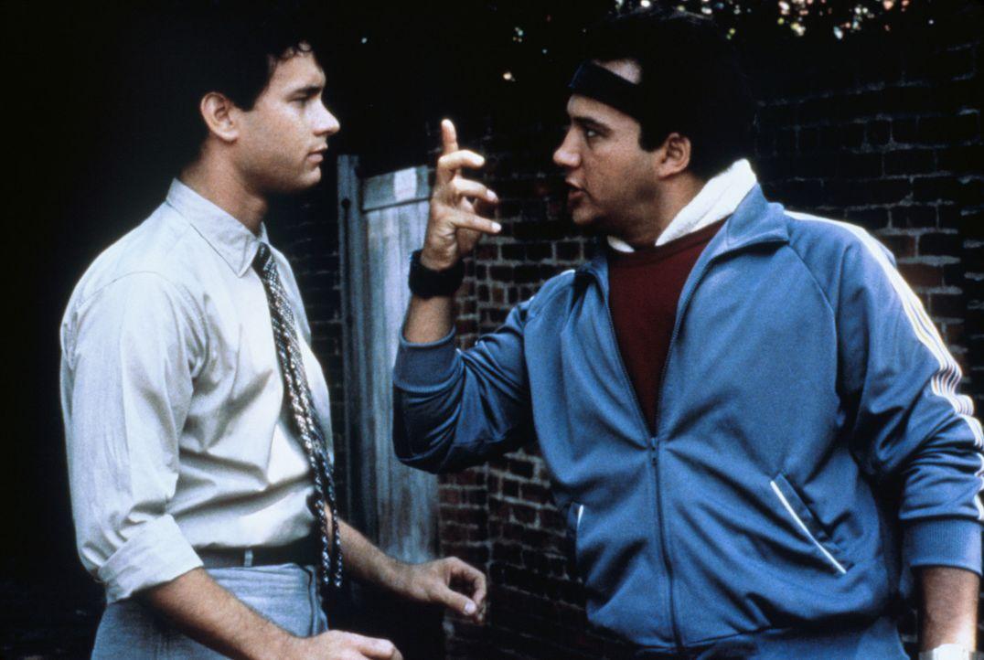 Richards (Tom Hanks, r.) Freund Morris (James Belushi, l.) ist immer für einen Spaß zu haben. - Bildquelle: 1985 Twentieth Century Fox Film Corporation.  All rights reserved.
