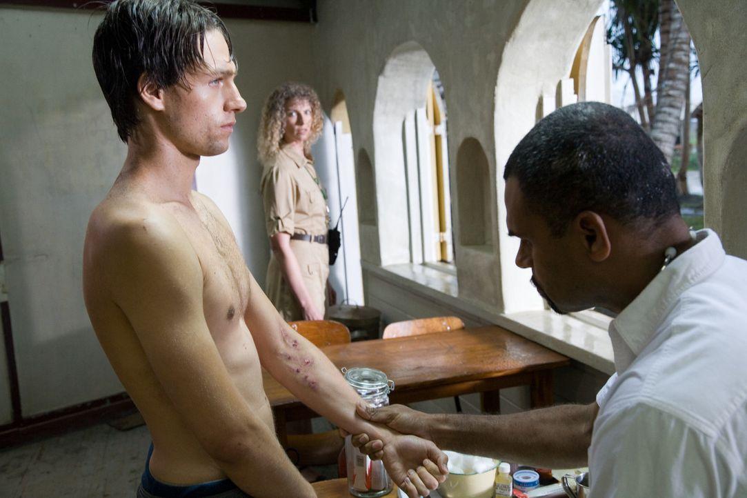 Als Ben (Gregory Smith, l.) klar wird, dass seine Freundin in einem sogenannten Boot Camp gefangen gehalten wird, täuscht er vor, drogensüchtig zu...