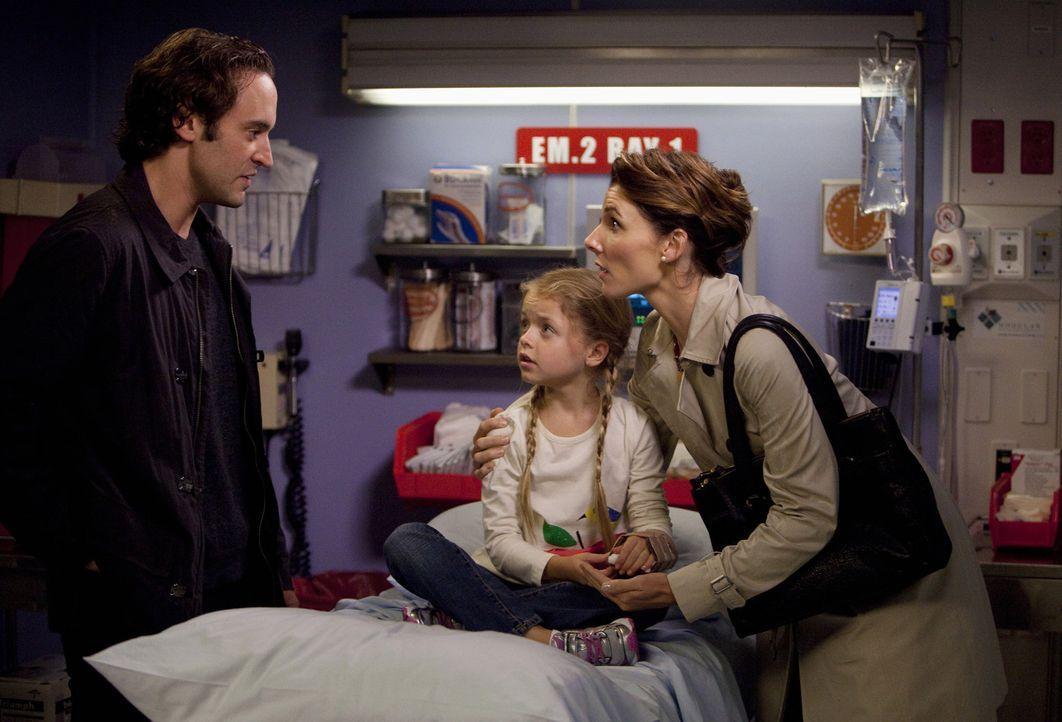 Geraten ständig wegen ihrer Tochter Sarah (Kylie Rogers, M.) aneinander: Ron (Charlie Hofheimer, l.) und Dana Nelson (Chryssie Whitehead, r.) ... - Bildquelle: ABC Studios