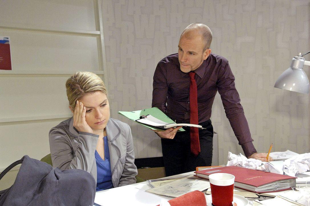 Weil ihr die Ideen ausgehen, gerät Anna unter Druck... v.l.n.r. Anna (Jeanette Biedermann), Gerrit (Lars Löllmann) - Bildquelle: Claudius Pflug Sat.1