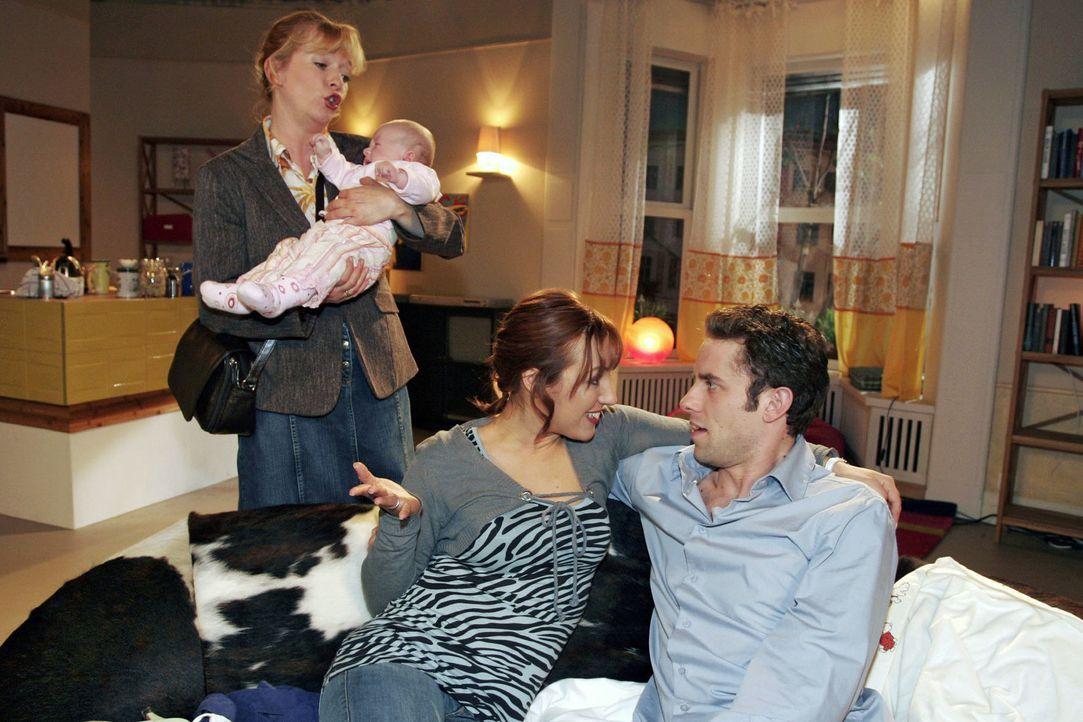 Um endlich mal wieder einen romantischen Abend zu zweit mit Max (Alexander Sternberg, r.) zu verbringen, hat Yvonne (Bärbel Schleker, M.) Helga (Ulr... - Bildquelle: Noreen Flynn Sat.1