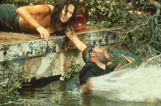 Anaconda - Terri (Jennifer Lopez, r.) versucht verzweifelt, Danny (Ice Cube,...