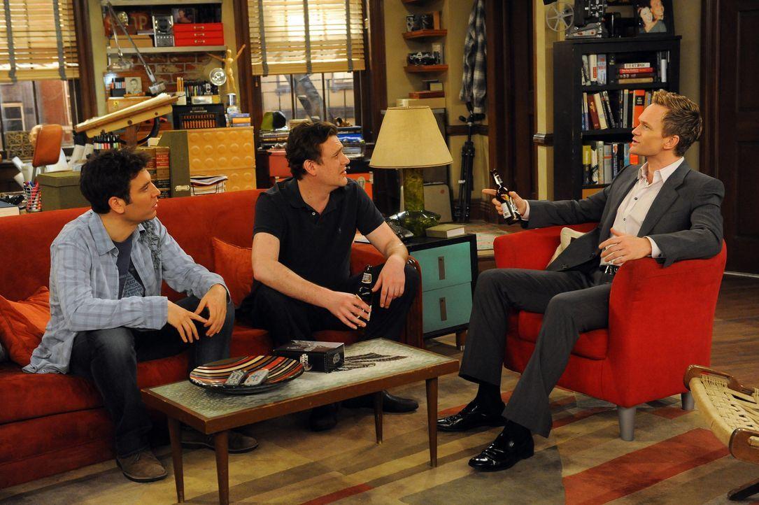 Für Ted (Josh Radnor, l.), Marshall (Jason Segel, M.) und Barney (Neil Patrick Harris, r.) ist Trilogie-Zeit ... - Bildquelle: 20th Century Fox International Television