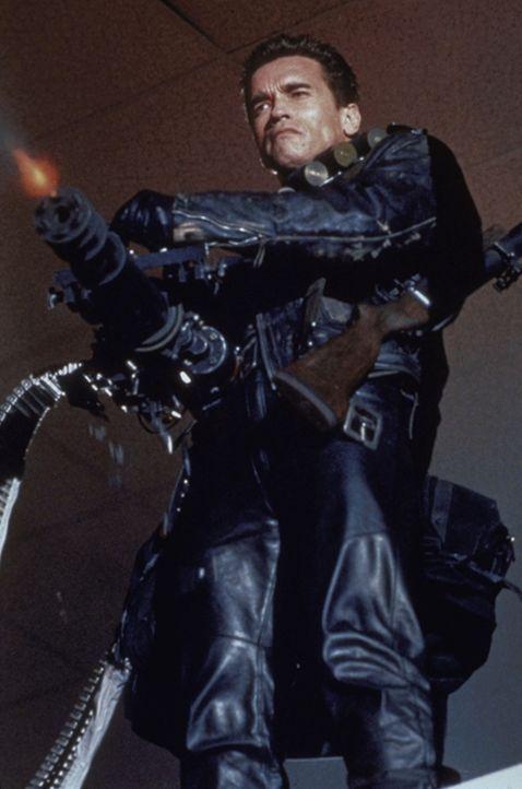 Er ist Sarahs und Johns letzte Hoffnung: der Terminator (Arnold Schwarzenegger) des menschlichen Untergrunds aus der Zukunft ... - Bildquelle: Columbia TriStar Films
