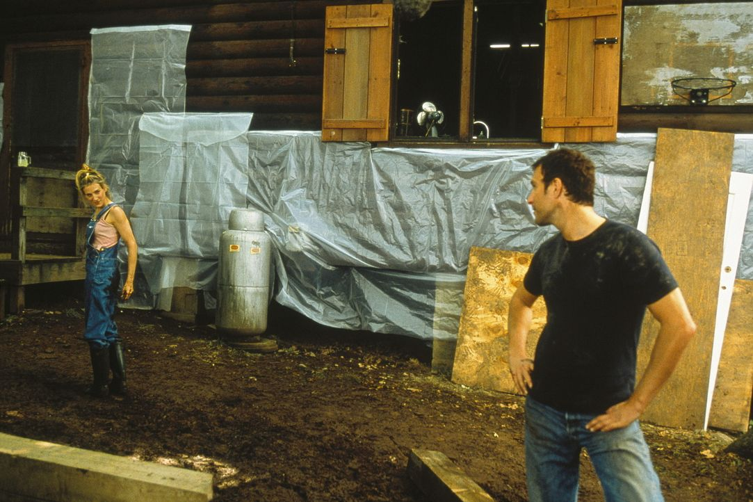 """Obwohl Aidans (John Corbett, r.) """"Landhaus"""" nur vierzig Bahnminuten von Manhattan entfernt liegt, hat Carrie (Sarah Jessica Parker, l.) das Gefühl,... - Bildquelle: Paramount Pictures"""