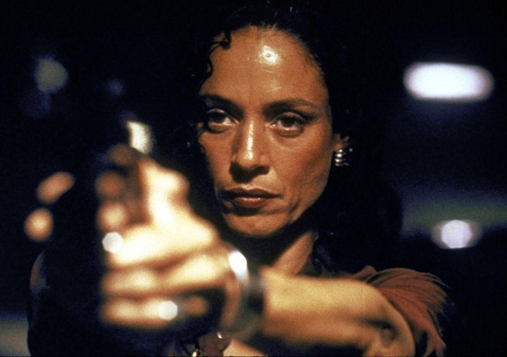 Autoschieber Strom und seine attraktive Komplizin Liesl (Sonia Braga) entführen den Cop Nick Pulovski. Die Lösegeldforderung beträgt zwei Millionen... - Bildquelle: Warner Bros.