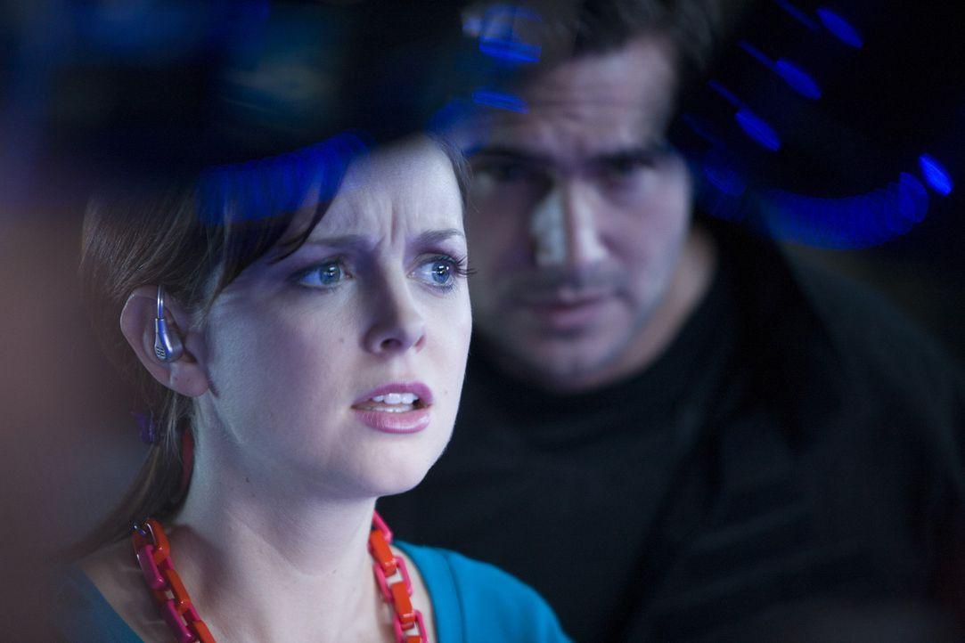 Ein neuer Fall wartet auf Jess (Ruth Kearney, l.) und Becker (Ben Mansfield, r.) ... - Bildquelle: ITV Plc