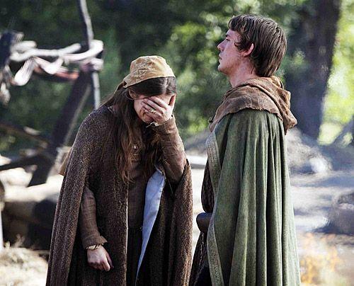Am Ende ihrer Kräfte: Aliena (Hayley Atwell) ist so arm wie nach der Hinrichtung ihres Vaters - und ihr Bruder Richard (Sam Claflin) braucht dringe... - Bildquelle: Egon Endrenyi - Tandem Productions - Pillars Productions