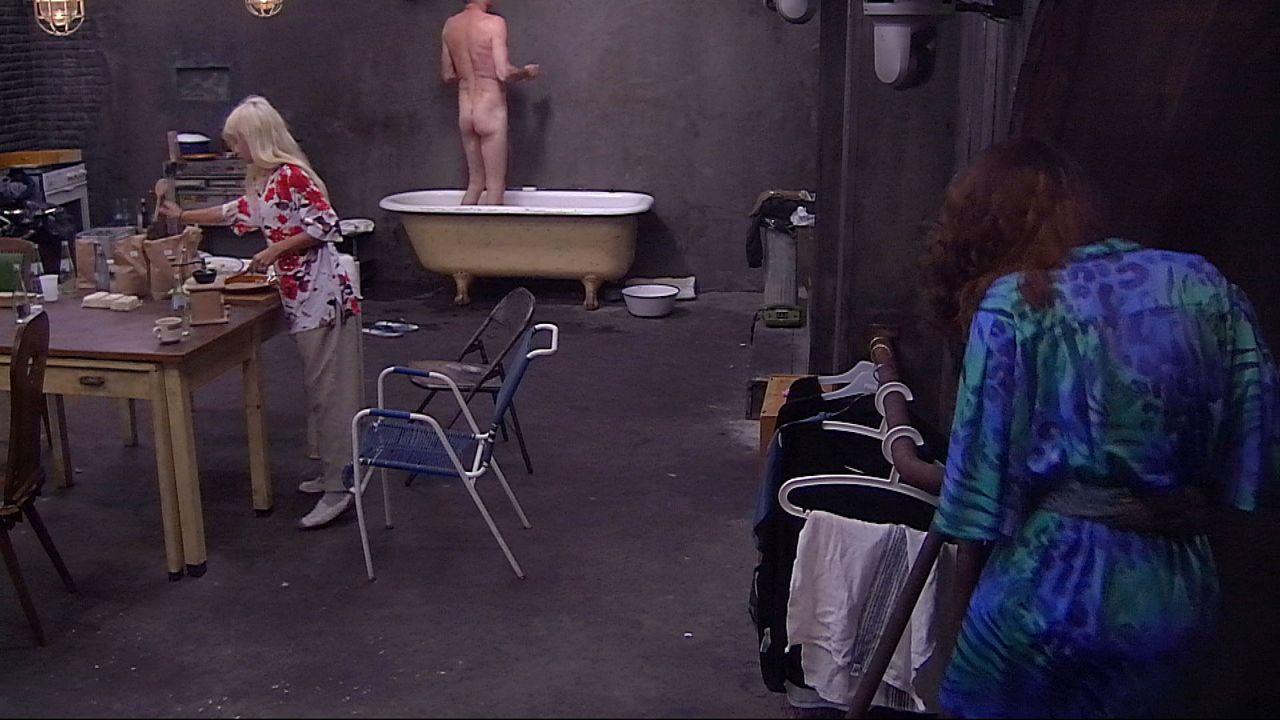 Schill duscht unten Janina5