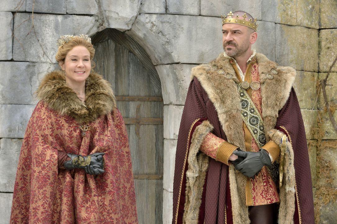 Königin Katherine (Megan Follows, l.) weiß, dass sie sich auf König Henry (Alan Van Sprang, r.) auch politisch nicht mehr verlassen kann. Sie muss ü... - Bildquelle: 2013 The CW Network, LLC. All rights reserved.