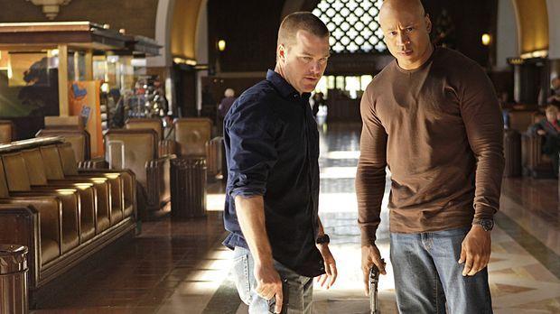 Ermitteln undercover in einem neuen Mordfall: Callen (Chris O'Donnell, l.) un...