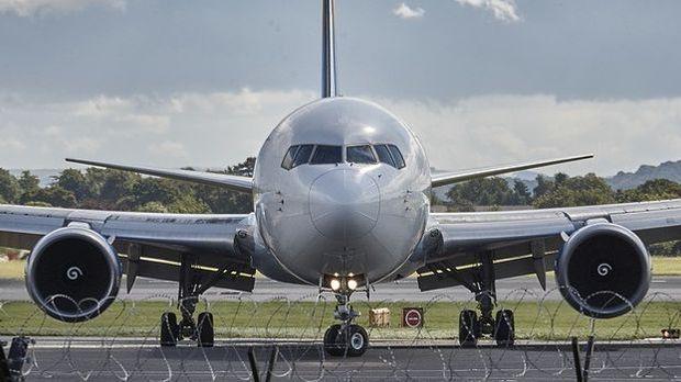 Flugzeug von vorne